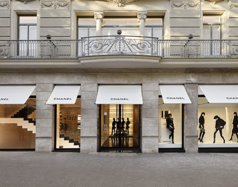 Chanel redesigned boutique in barcelona europeanlife for Chanel milano boutique